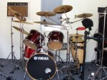 Yamaha, 4 Tom's 11 Cymbals 2 Conga's And Effects.